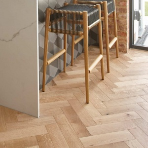 V4 zigzag brushed and lacquered oak